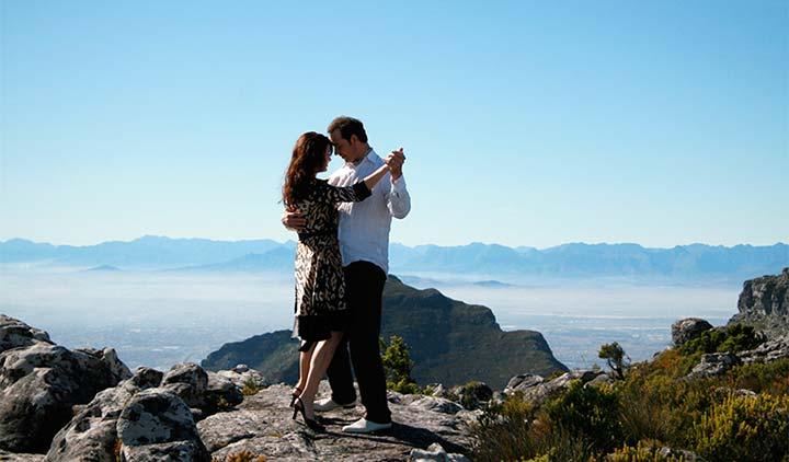 Erik de Vogel en Caroline De Bruijn ontdekken de wereld voor hun reisprogramma Romancing the Globe