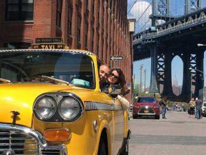 Erik de Vogel en Caroline De Bruijn rijden rond in een 'Yellow Cab' in New York